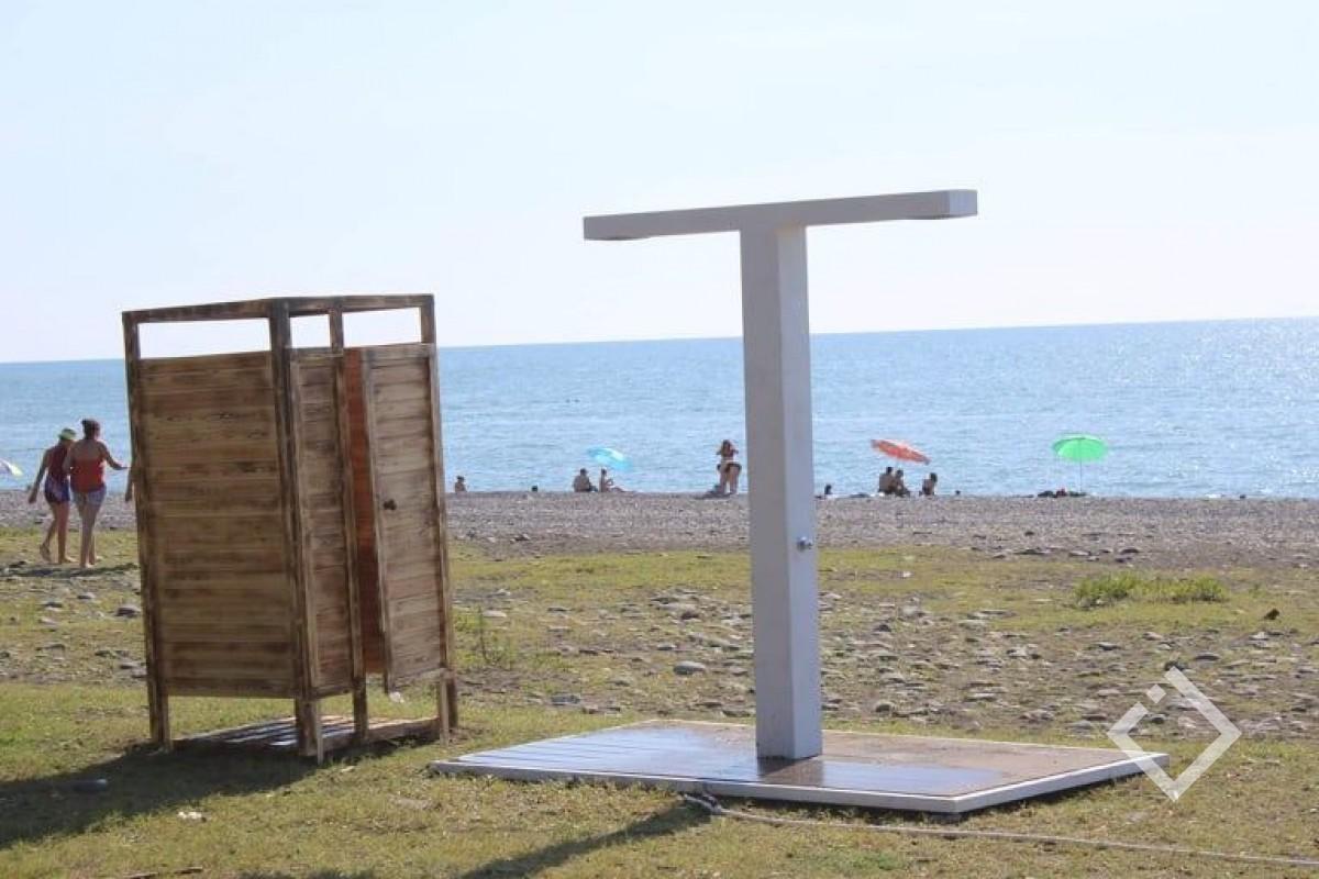 ქობულეთის მერია წელს სანაპიროზე  7 ახალ საშხაპეს მოაწყობს,  გასახდელების მონტაჟი ამ ეტაპზე არ იგეგმება
