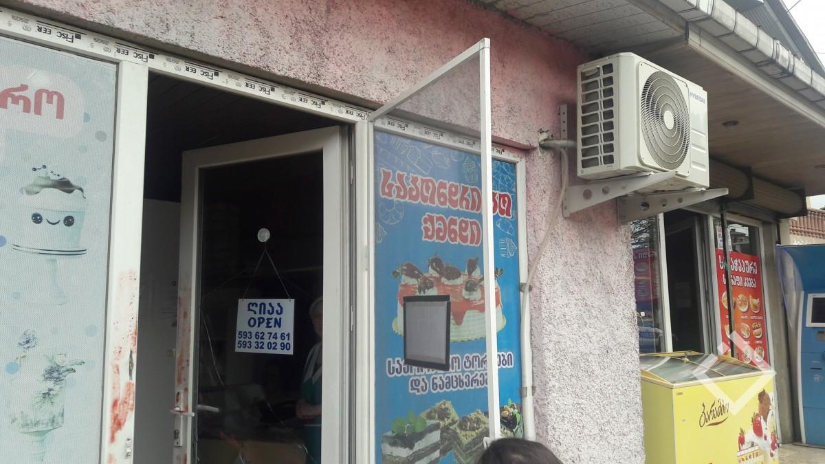 ნიჟარაძის ქუჩაზე  რამდენიმე მაღაზია, აფთიაქი და  სილამაზის სალონი გაქურდეს