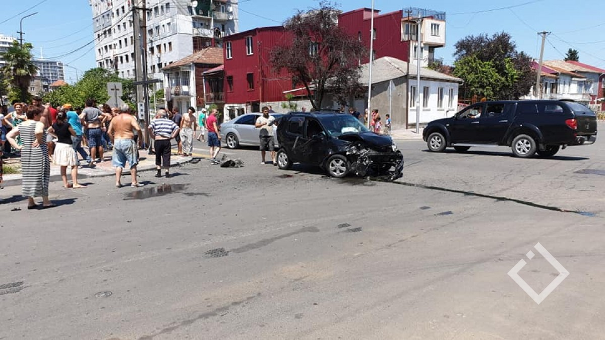 ავარიის დროს ორი ადამიანი დაშავდა - ისინი საავადმყოფოში გადაიყვანეს