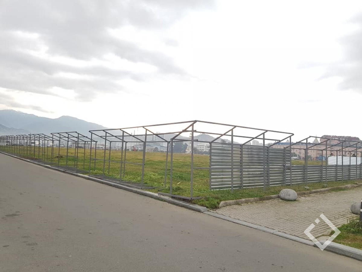 ბათუმის რივიერაზე, სადაც 5 ცათამბჯენის მშენებლობა იგეგმება ტერიტორია შემოიღობა