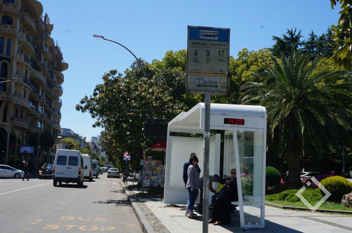 საინფორმაციო დაფებზე ავტობუსის მიმართულება და რეალური მარშრუტი ერთმანეთს არ ემთხვევა